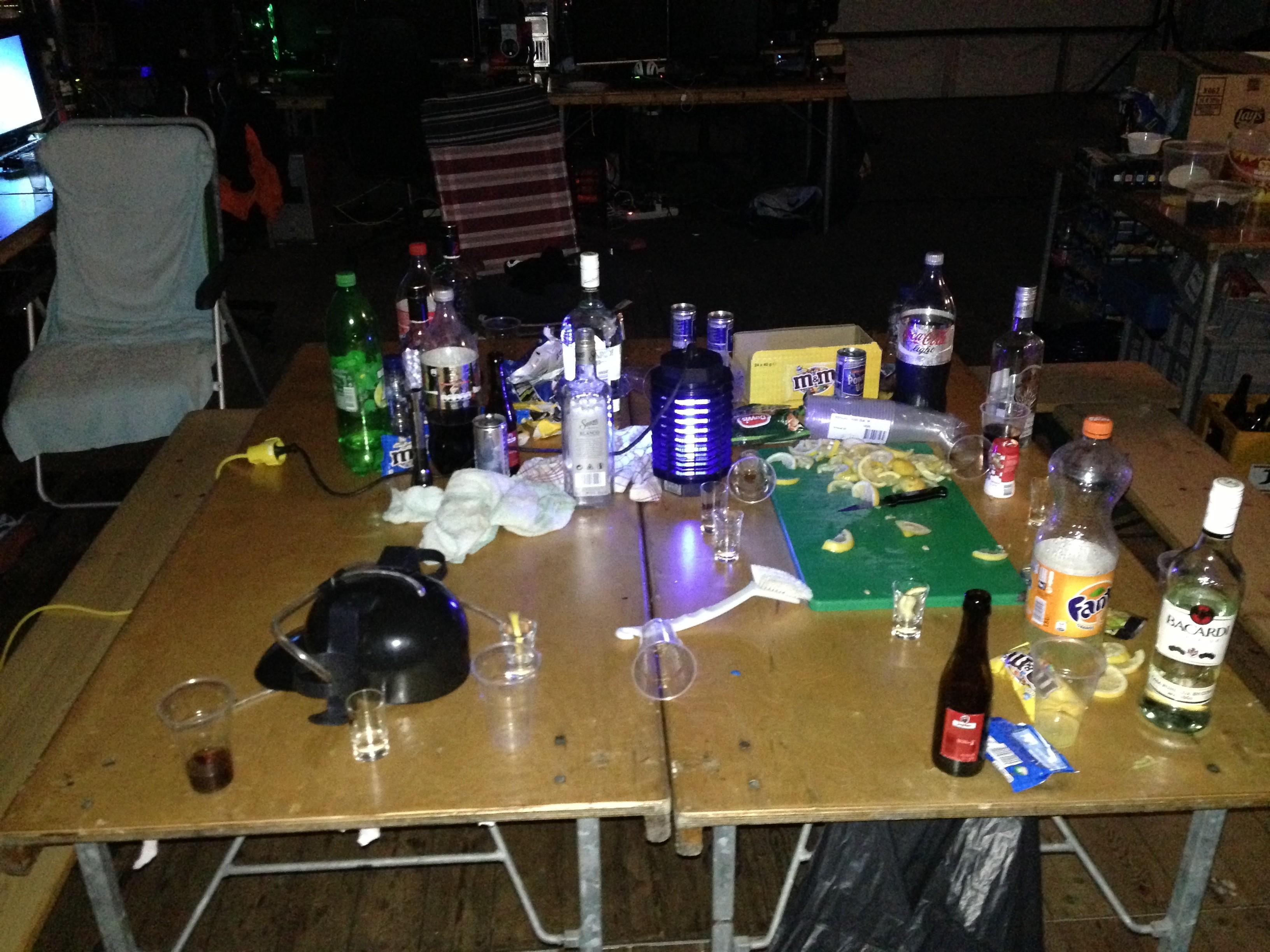 Tequila, M&M's, afwasborstel